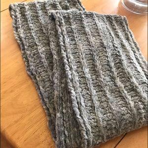 Women's loop scarf